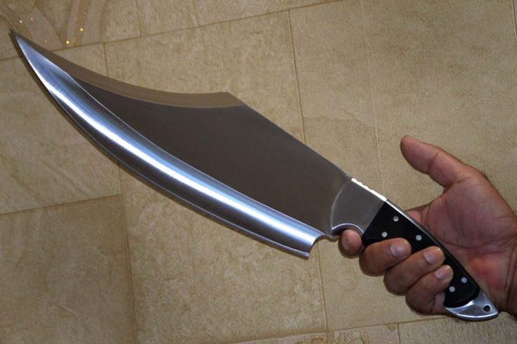 If I remember correctly, this looks quite the same as the blade that severed Jaime Lannister's right hand.