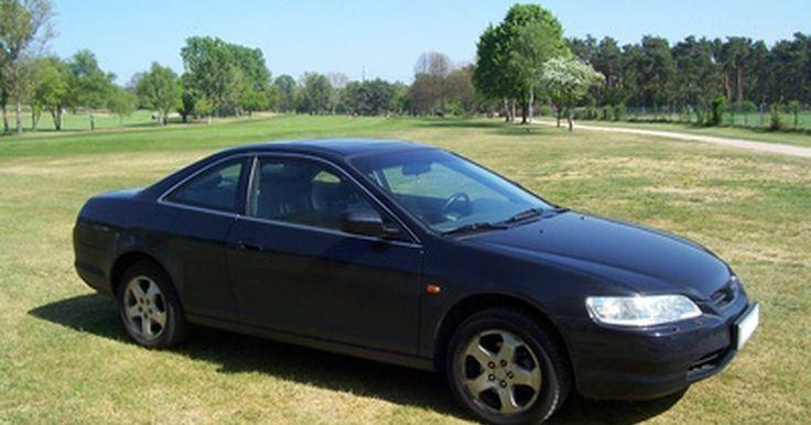 Cuál es la diferencia entre el Hyundai Elantra GLS y GT. Hyundai lanzó por primera vez el Elantra GT en el año modelo 2004 como un nivel de ajuste mejorado. El GT sólo duró unos pocos años, ya que el 2006 fue su último año. En el modelo año 2006, el GLS y el GT fueron similares, pero tenían pequeñas diferencias.