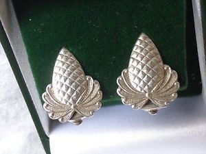 Vintage-jewellery-signed-Ster-Silver-fir-cone-or-pineapple-clip-on-earrings