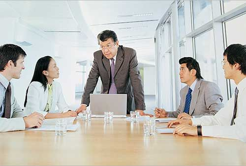 Akuntansi manajemen apa yang harus dikuasai oleh calon pengusaha sukses? Persaingan bisnis saat ini terjadi begitu ketatnya. Dampak persaingan yang terjadi memicu perusahaan untuk meningkatkan manfaat produk kepada pelanggan melalui inovasi. Dalam peningkatan inovasi ini seringkali menimbulkan peningkatan biaya karena aktivitas yang dilakukan perusahaan sehingga perusahaan sangat memerlukan efisiensi di dalamnya.