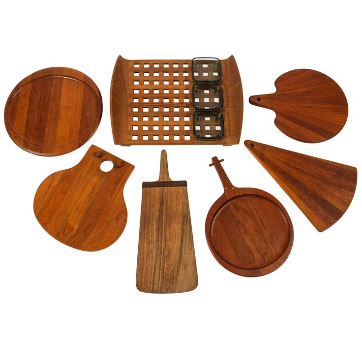 Assortment of Teak Trays and Boards€225,41 / item