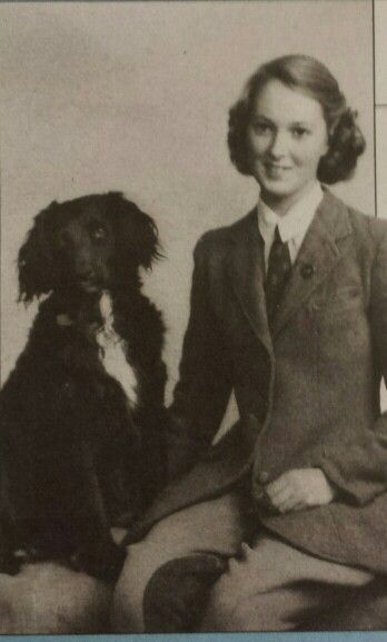 Een jonge Jane Goodall met haar hond Rusty. Haar hond was haar leraar. Zei ze in een interview.