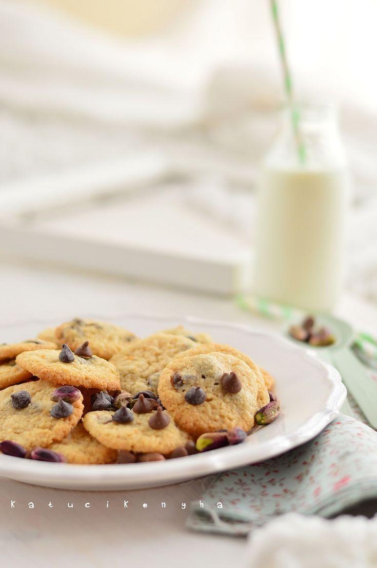 Chocolate chip cookies / Katucikonyha: Csokoládés-pisztáciás keksz