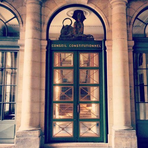 De voorbije twee dagen was ik in Parijs voor een korte vakantie, net voor ik mijn boek volledig afwerk. Ik zag mooie tentoonstellingen van Keith Haring, Ron Mueck, Winschluss en de broers Bouroullec (zie @Melanie De Vrieze). Parijs is ook het walhalla van deuren. Ik heb er zeker 20 verzameld en het is moeilijk kiezen welke ik als eerste post :-) (198/365)