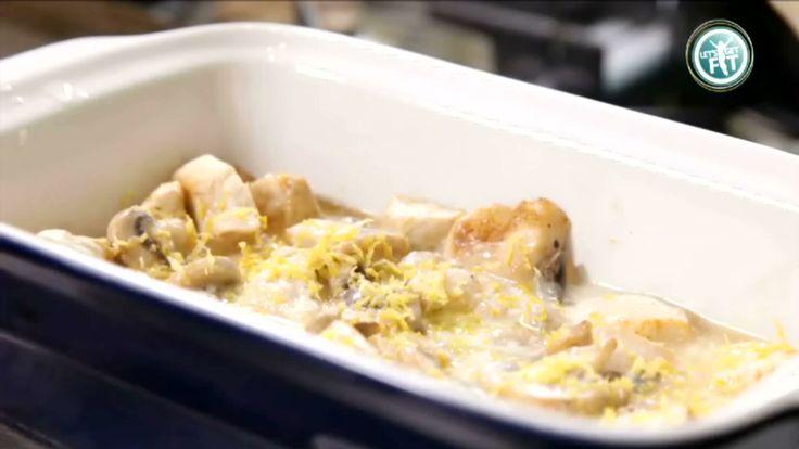 Ovenschotel met kip, champignons en bruine rijst. Lekker en gezond!
