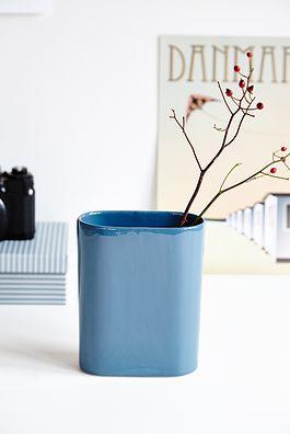 Blå vase - 100kr. Køb den på www.loppedesign.dk