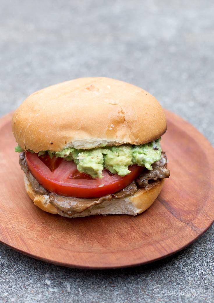 Churrasco Italiano, la perfección hecha sandwich. Tienes que haber algo mágico al juntar palta, tomate y mayo.