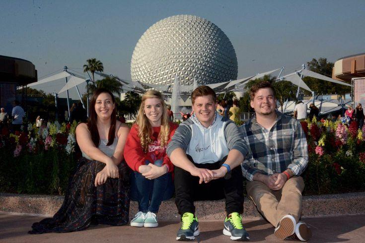 Disney Memory Maker | Disney Photopass | Walt Disney World | Disneyland | Disney Parks | Disney Photo Tips | Disney Group Shots | Disney Group Poses | Walt Disney World Group Photos | Epcot Photos | Magic Kingdom Photos | Disney Park Photo Opportunities