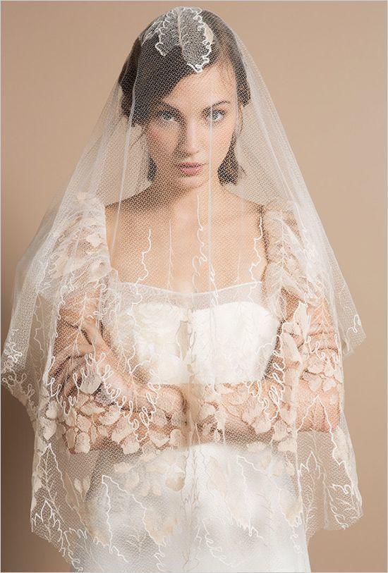 フレンチシックにきゅん♡大人ウエディングはデルフィーヌマニヴェのドレス*にて紹介している画像