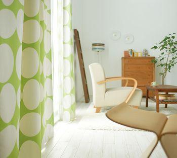 ナチュラルな空間にはやはり淡いグリーンがぴったりです。差し込む光もやわらかな印象になりますよ。
