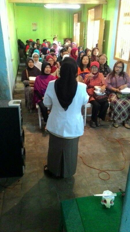 Edukasi Oribest oleh Ibu Gilang Product Manager Oribest di Prolanis Klinik Siliwangi RS. Dustira Cimahi