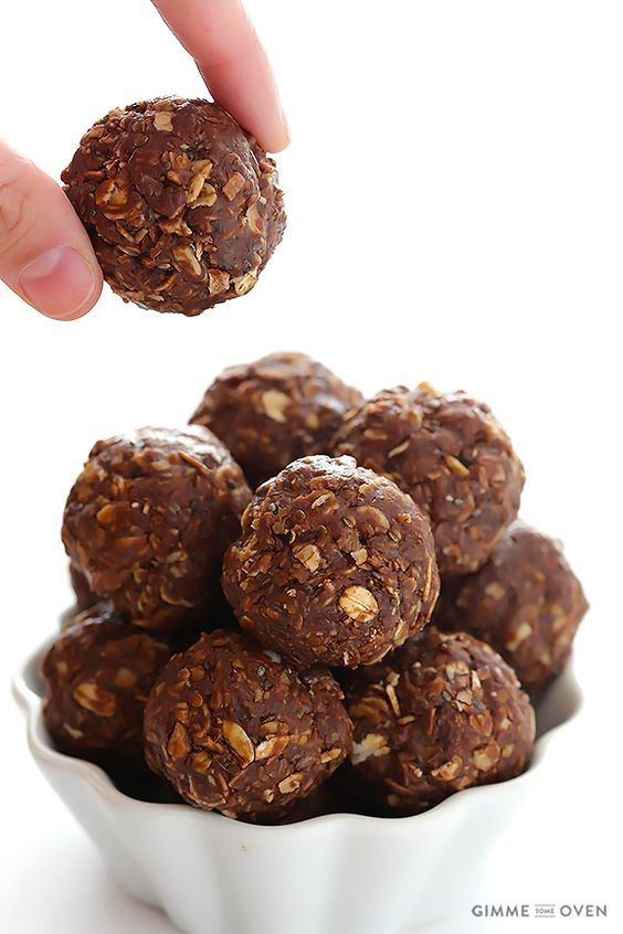 Chocolate Peanut Butter No-Bake Energy Bites -- full of protein, naturally-sweetened, and they taste like cookies!   gimmesomeoven.com