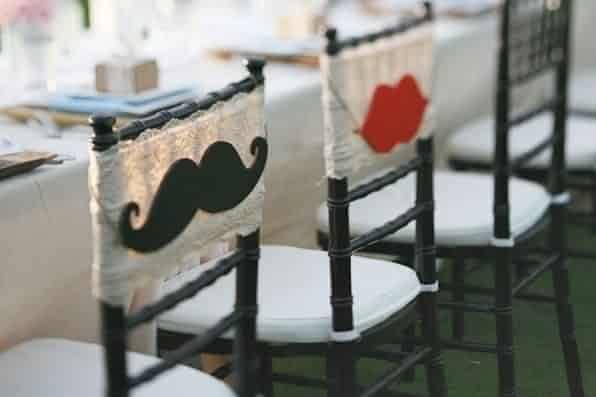 Sillas decoradas para los novios 20