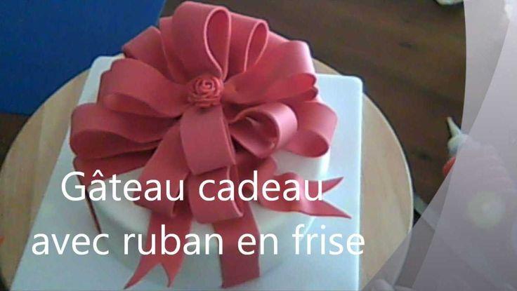 Tutoriel de frise ruban en pâte à sucre pour gâteau décoré