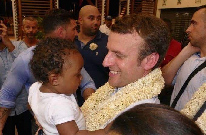 Le plus beau cadeau que l'on puisse me faire, est le sourire d'un enfant heureux...  #PrésidentMacron️