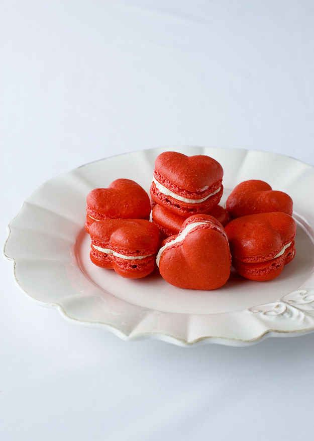 Red Velvet Macarons | 27 Red Velvet Desserts That Want To Be Your Valentine  <3