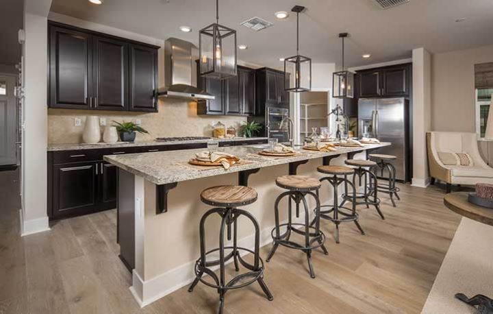 Are You Loving The Dark Cabinets In This Gourmet Kitchen Kitchen Remodel Countertops Beautiful Kitchen Cabinets Home