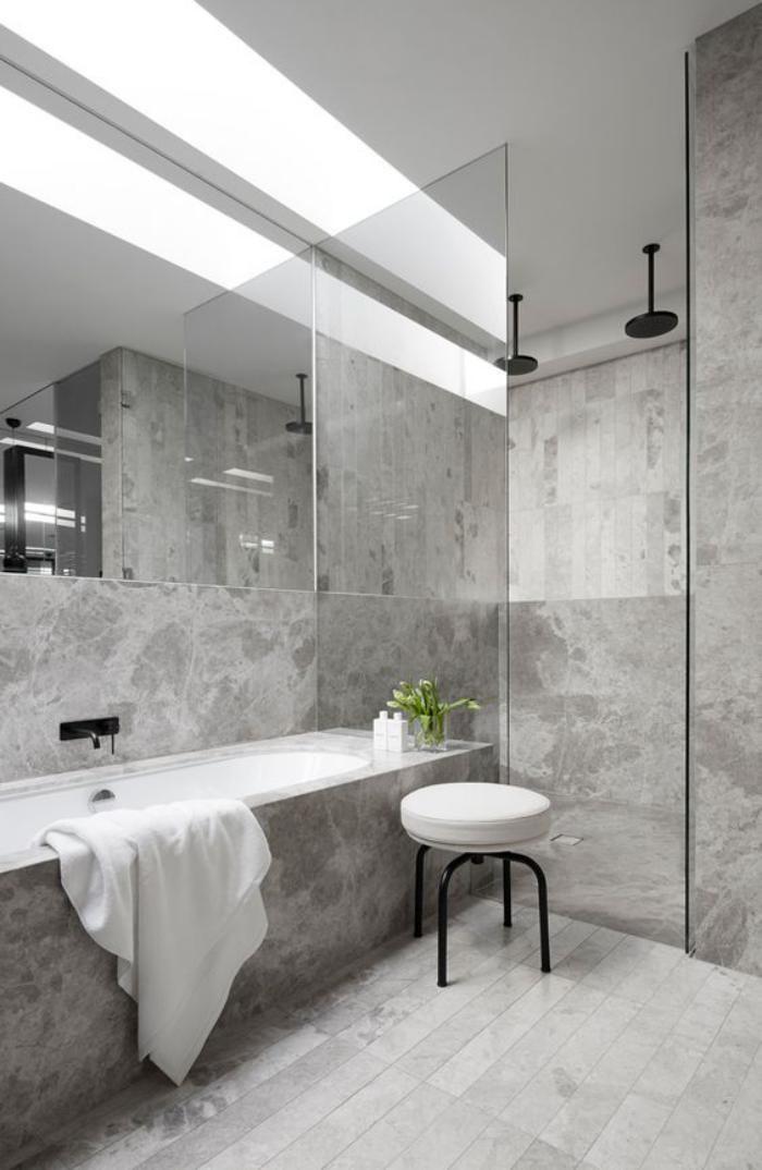 Les 25 meilleures id es de la cat gorie carrelage gris Carrelage gris clair salle de bain
