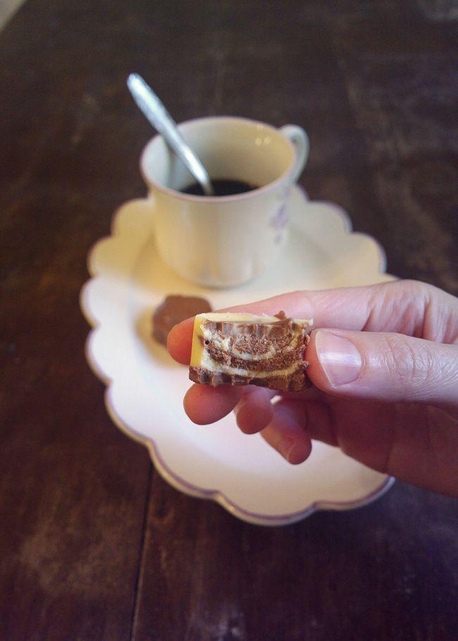http://blog.giallozafferano.it/undolcealgiorno/cioccolatini-nelle-formine-per-biscotti-idea-veloce/