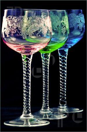 ** Skleničky na víno - barevné sklo **