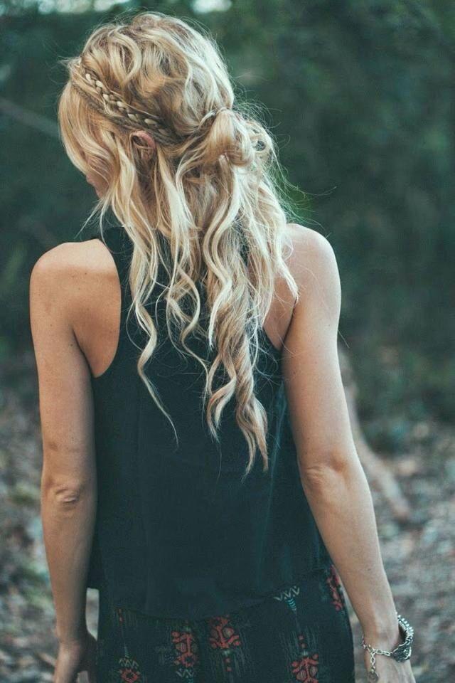 Halve knot met krullen en vlecht