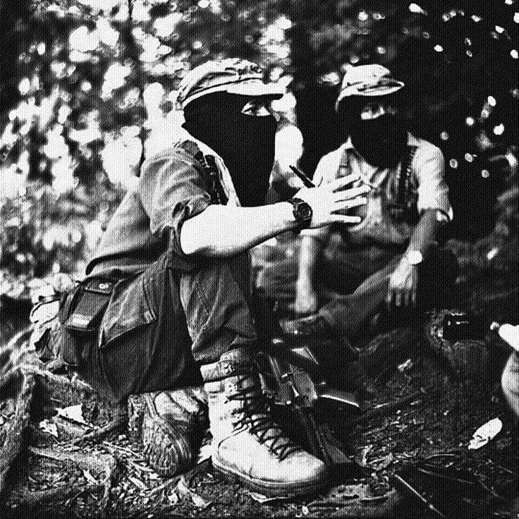 el Subcomandante Marcos y el Comandante Tacho en la Selva Lacandona, Chiapas, 1997 - foto por Pedro Valtierra - AFP