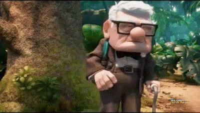 Russell tiene que ir al baño  - señor Fredriksen estoy cansado y tengo que ir al baño    - hace 5 minutos te pregunte si querías ir!    - Russell responde ¡hace 5 minutos no quería ir!     - Sr. Fredricksen ¿se supone que debo cavar el agujero antes o después?     - Ah, eso no me interesa.    - ¡Oh! era antes.