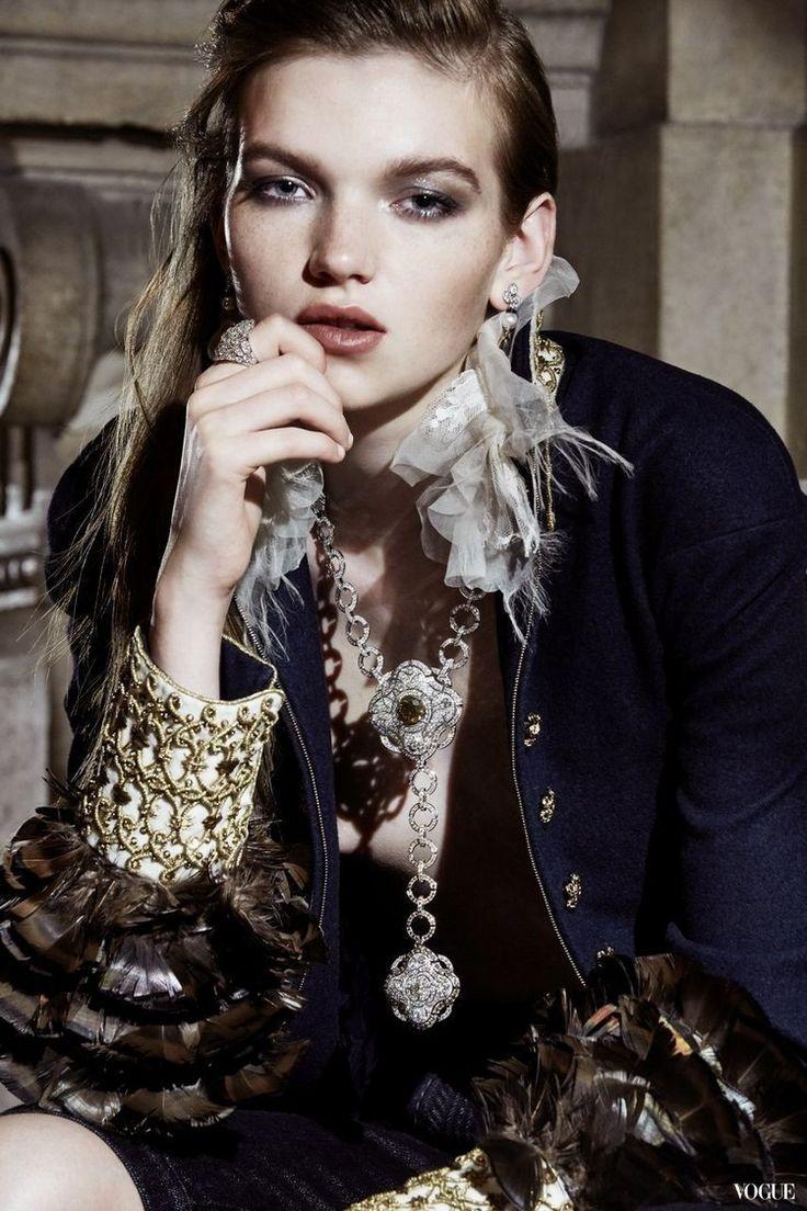 Les talismans de chanel haute joaillerie chanel for Haute joaillerie chanel