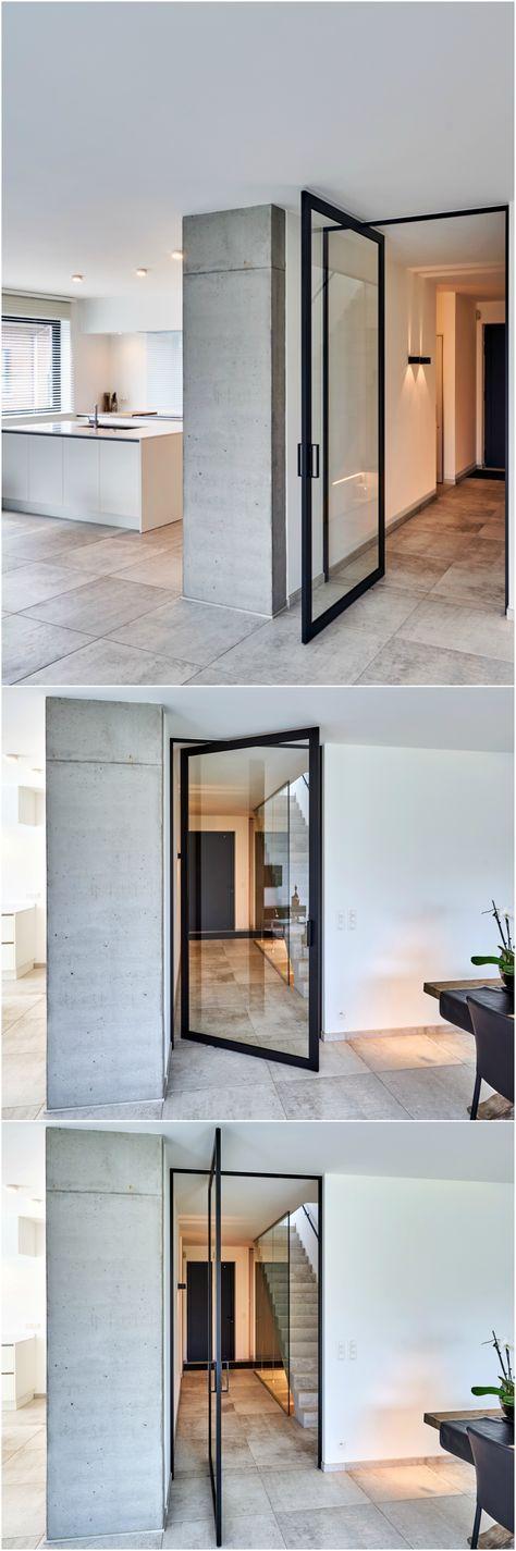 """Pivoterende glazen deur met zwart geanodiseerd aluminium en helder glas. Er dienen geen vloerveer of andere inbouwdelen ingebouwd te worden in uw vloer! Type """"SKD47pivot"""" van Anyway Doors, richtprijs +- € 2300.00 euro excl. BTW voor de afgebeelde deur. #taatsdeur #pivoterendeglazendeur"""
