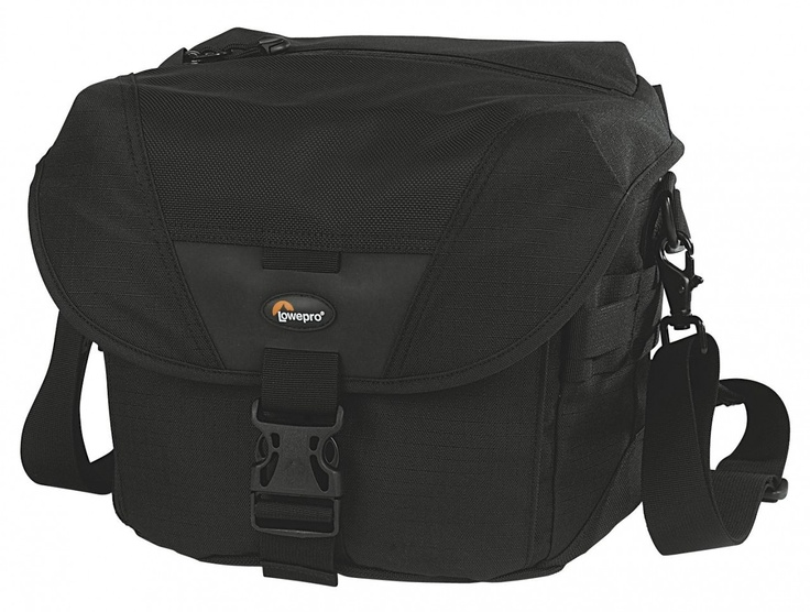 """Lowepro """"Stealth Reporter"""" Bag - anything but Stealth..."""