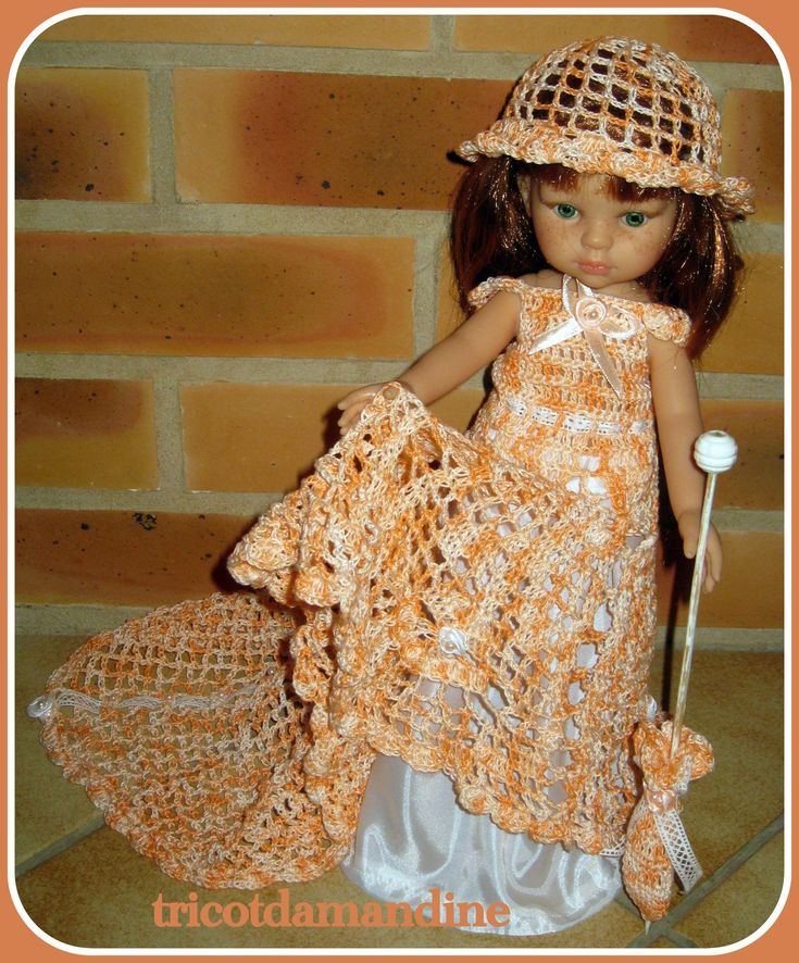 Lorette et sa robe de princesse http://tricotdamandine.over-blog.com/2016/03/lundi-soleil.html