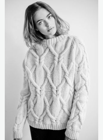 Kyla Moran - Option Model and Media Large Chunky Cable knit sweater blond simple relaxed posing