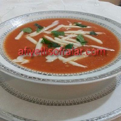 İftara Nefis bir domates çorbasına ne dersiniz? DOMATES ÇORBASI.. Tarif için tıklayınız : http://www.afiyetlisofralar.com/mutfaktan-lezzetler/yemektarifi/corbalar/domates-corbasi
