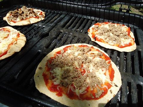 grilled pizza: Grilling Recipes, Camping Firepit Food, Pizza, Heavenly Homemaker, Favorite Dishes, Grilling Ideas Camping, Favorite Recipes