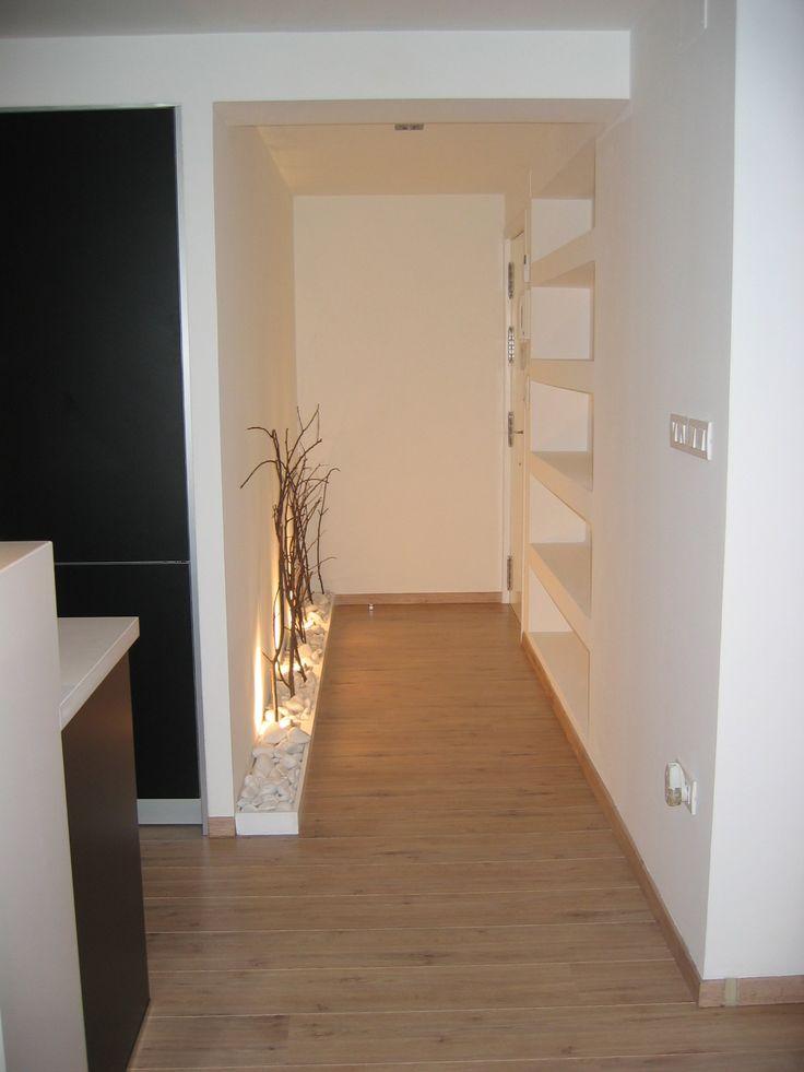 pasillos estrechos tarima decoracin hogar entradas recibidores pequeos paredes blancas decoracin minimalista cabinas solo