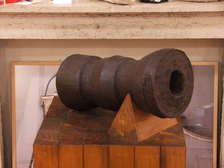 Bombardella da posta (inizi XV sec.), ferro fuso e fucinato