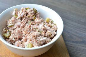 Tegenwoordig ben ik dol op tonijn uit blik en deze tonijnsalade (voor op brood) is één van mijn favoriete receptjes. Super makkelijk om te maken!