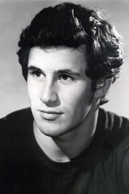 a young Michael Ontkean