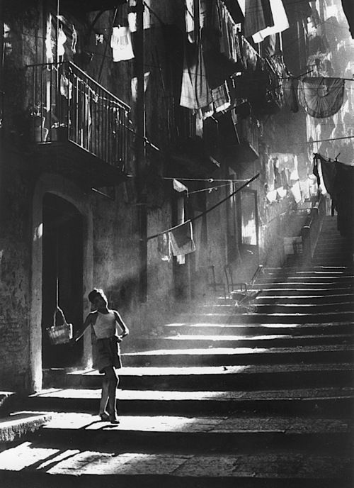 Piergiorgio Branzi - Napoli, 1953. Use of light and shadow and placing the woman on the two thirds...