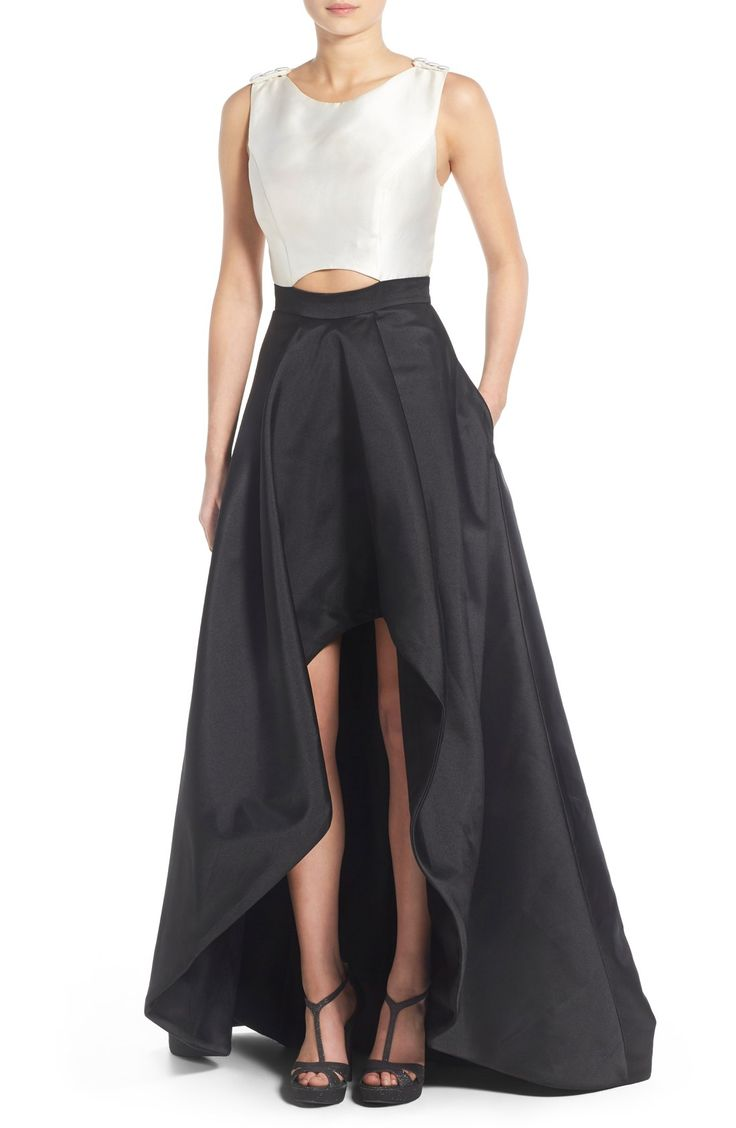 This stunning down is perfect for that special occasion. Simple but striking, a creamy white cross-back bodice tops a voluminous black skirt with an arching high/low hem.