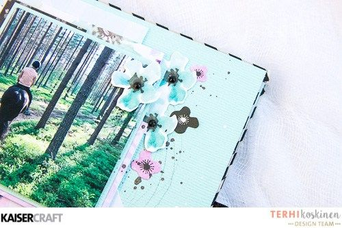'Perfect Mini-book' [view c]  by Terhi Koskinen Design Team member for Kaisercraft Official Blog and featuring their 'Wildflower' collection [March 2017] Learn more at kaisercraft.com.au/blog ~ Wendy Schultz ~ Mini Albums.