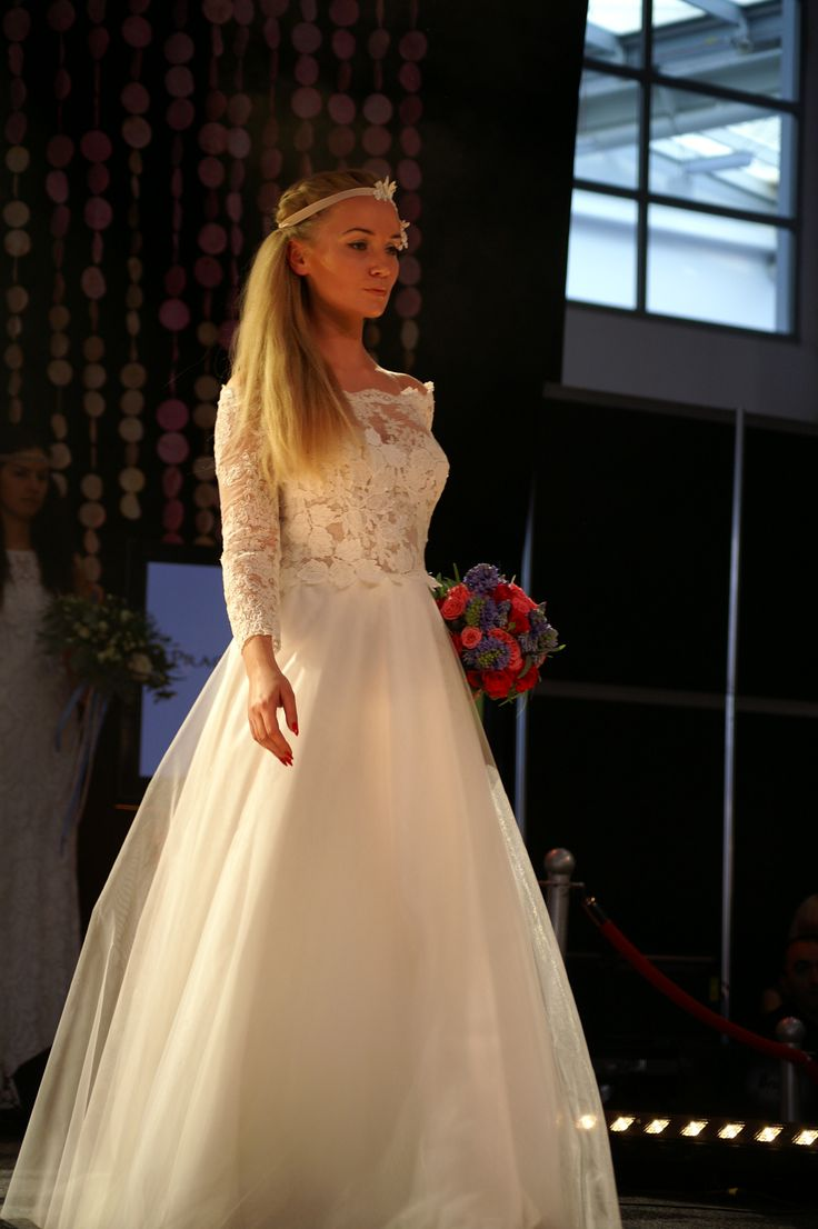 model 1604 delikatna#Tiulowa#suknia#ślubna Targi Ślubne 2016