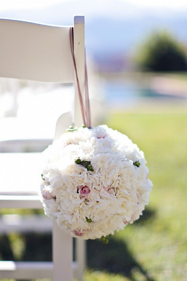 Celebrity florist Eric Buterbaugh gives a few gorgeous ideas for affordable wedding florals.