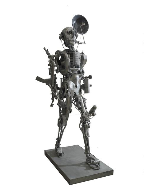Willie Bester - Universal Soldier - 2000 - Scultura in metallo - 5 x 55 x 270