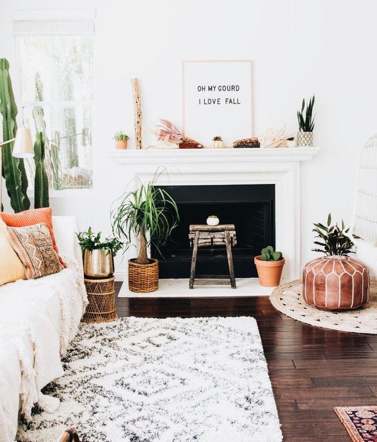 Wohnzimmer Einrichtung Mit Gemtlichem Holzbodenparkett Grosser Couch Zimmerpflanzen Und Grossen Fenstern Altbau Wohnung Livingroom Wohnen