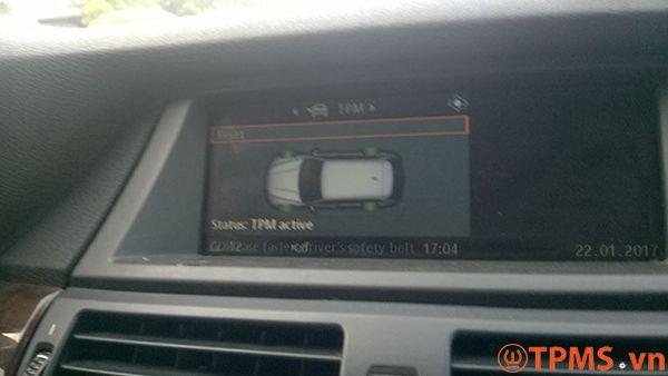 Lắp đặt cảm biến áp suất lốp xe BMW X5 2008 tại TpHCM - TPMS.vn
