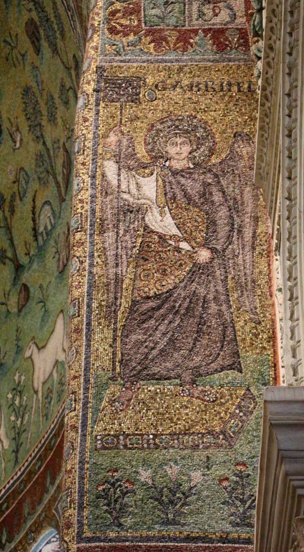 Basilica di Sant'Apollinare in Classe.  I mosaici del periodo giustinianeo. L'ARCANGELO GABRIELE. L'arco trionfaleю 535-549