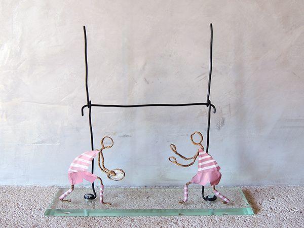 Découvrez notre tuto déco pour créer une sculpture originale et personnalisée en fil de papier kraft armé sur http://c-totalement-diy.fr
