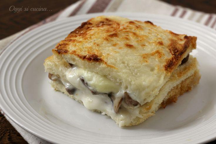 La torta di pancarrè è una ricetta di quelle facilissime e veloci, un'idea furba se vi avanzano delle fette di pancarrè e non avete voglia del solito toast
