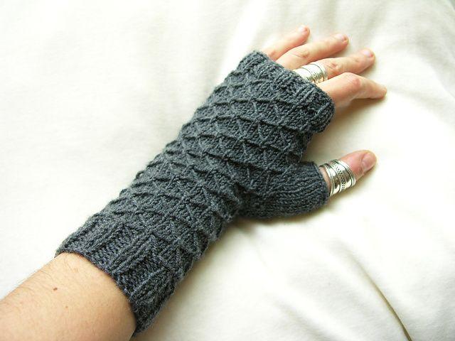 Fingerless Gloves Knitting Pattern Ravelry : Ravelry: Seeta fingerless gloves pattern by Maria Sheherazade (free) Other ...